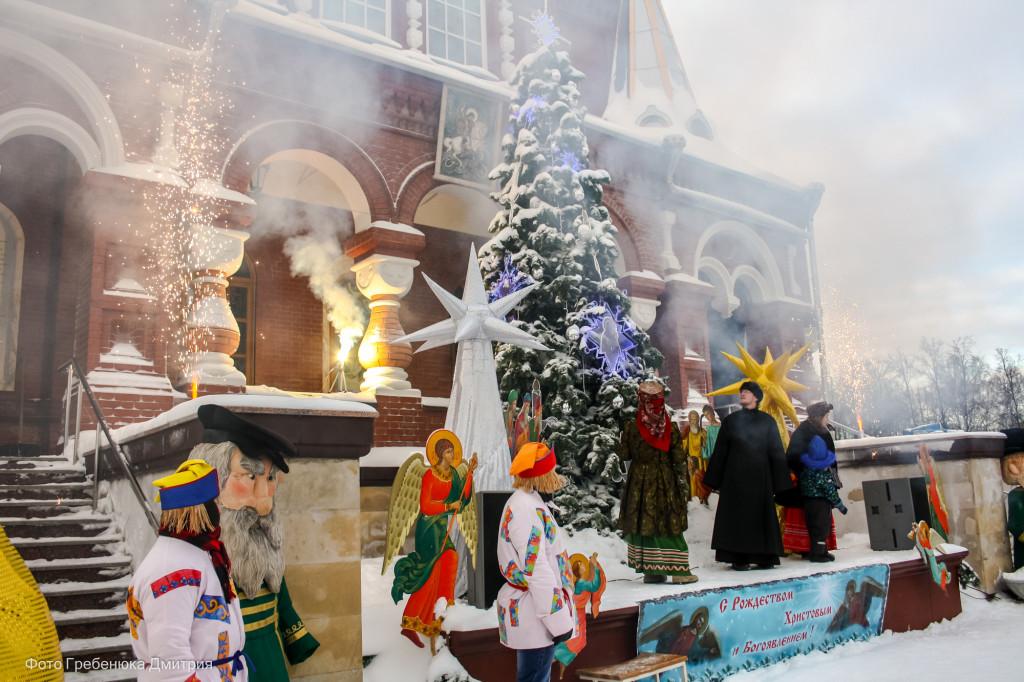 Рождественские гуляния на площади Михайловского Собора