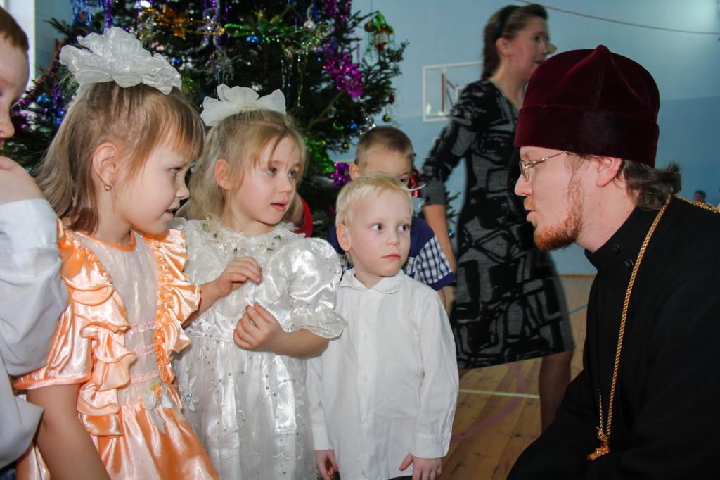 Прихожане Свято-Михайловского собора посетили детей в Республиканском детском противотуберкулезном санатории «Юськи»