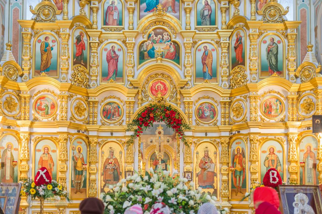 В праздник Светлого Христова Воскресения митрополит Николай совершил праздничное богослужение в сослужении с епископом Викторином в Свято-Михайловском соборе г. Ижевска