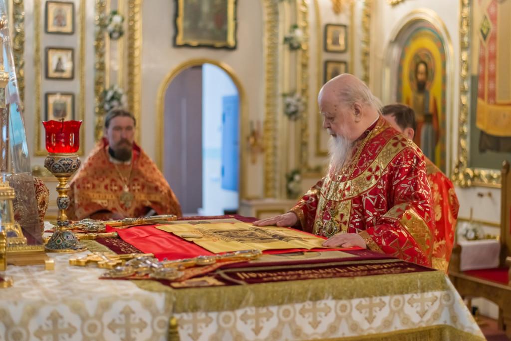 В Светлый вторник митрополит Николай совершил пасхальное торжественное богослужение в Свято-Александро-Невском соборе