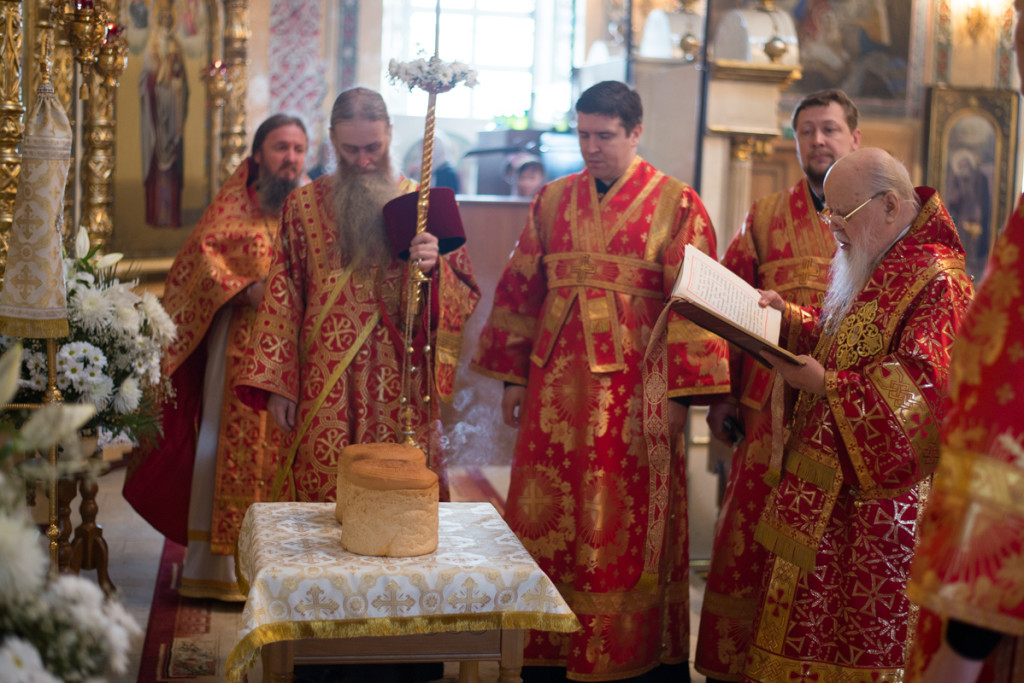 Архиерейское богослужение в Субботу Светлой седмицы