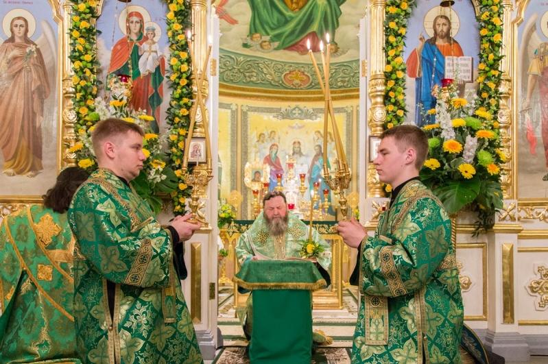 В день Святой Троицы митрополит Викторин совершил Литургию в Свято-Троицком соборе г. Ижевска