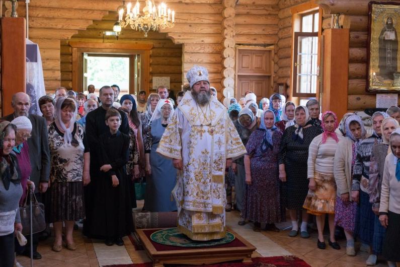 В Троицкую родительскую субботу управляющий Сарапульской епархией совершил Литургию в храме прп. Серафима Саровского г. Сарапула