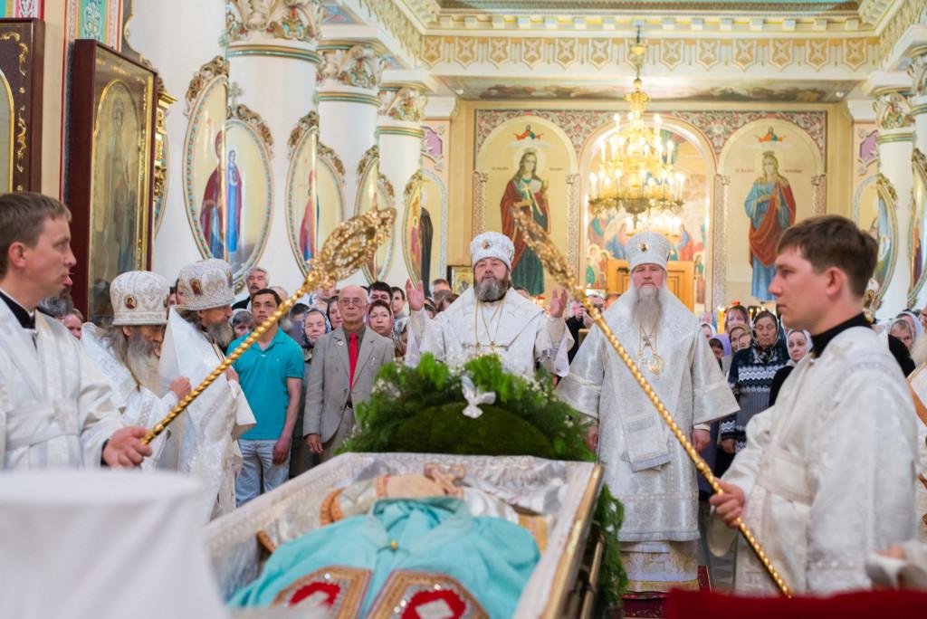 В Александро-Невском кафедральном соборе состоялось отпевание и погребение митрополита Николая (Шкрумко)