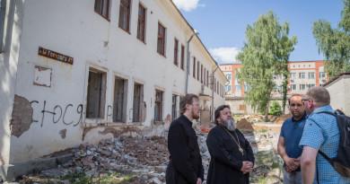 Митрополит Викторин осмотрел здание, в котором разместится епархиальное управление