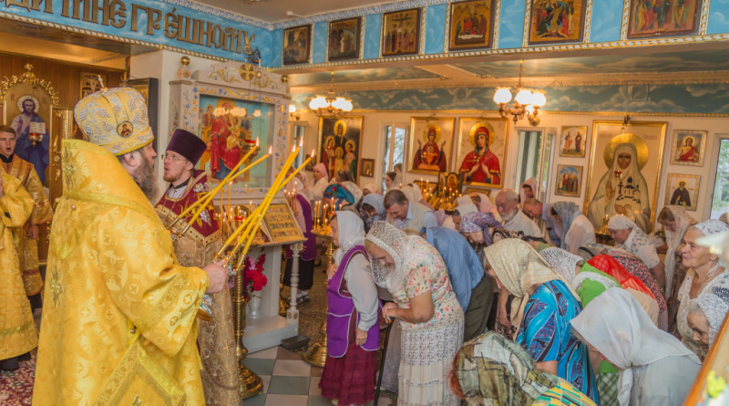 Митрополит Викторин совершил Божественную литургию в больничном храме г Ижевска