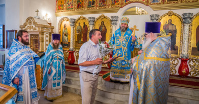 Митрополит Викторин отметил протоиерея Сергия Князева в связи с 60-летием