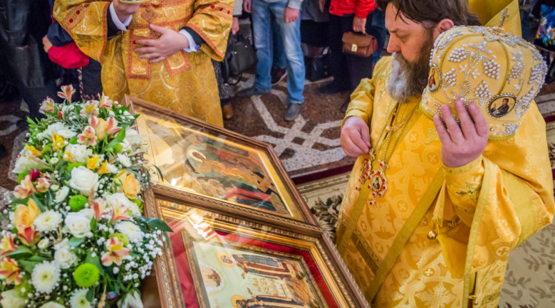 В день святых Петра и Февронии митрополит Викторин отметил супружеские пары