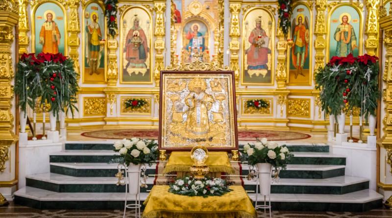 В Михайловском соборе вынесли для поклонения частицу мощей свт. Николая Чудотворца