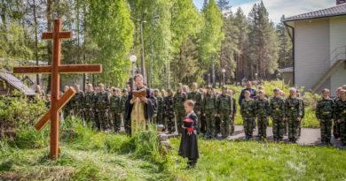 Состоялось освящение креста в казачьем кадетском лагере