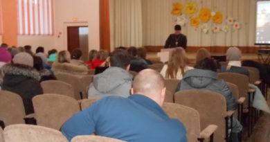 Священник в Воткинске посетил родительское собрание