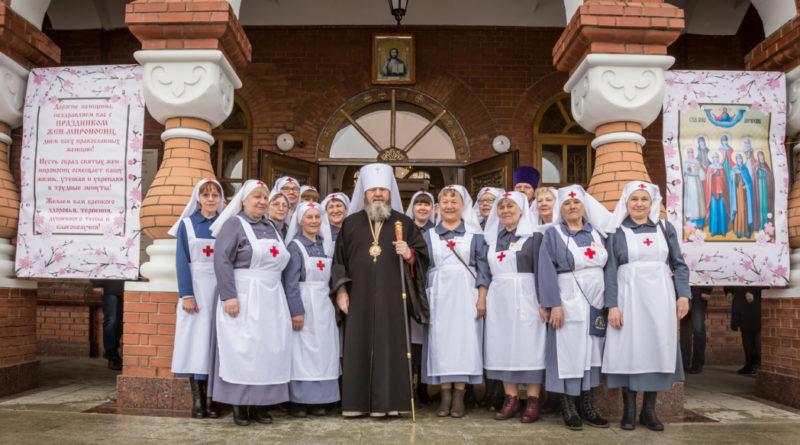 В Неделю жен-мироносиц митрополит Викторин совершил литургию в кафедральном соборе