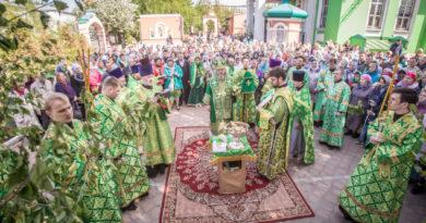 Служение митр. Викторина в праздник Святой Троицы