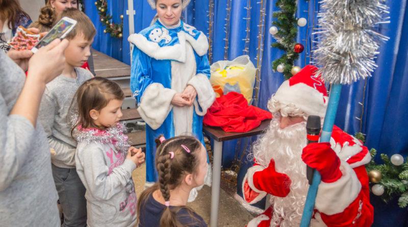 """Рождественский праздник для подопечных центра """"Источник"""""""