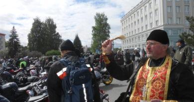 Священник принял участие в открытии мотосезона