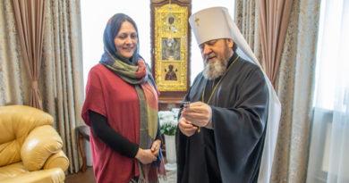 Митрополит Викторин вручил награду координатору конкурса «Православная инициатива на Удмуртской земле»