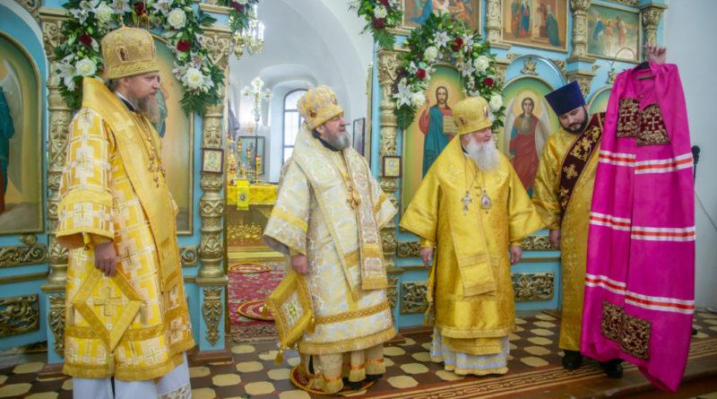 Митр. Викторин поздравил еп. Виктора с пятилетием епископской хиротонии