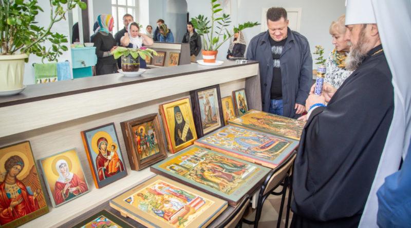 Митрополит Викторин вручил дипломы выпускникам иконописной школы