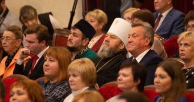 Митр. Викторин посетил торжественное собрание, посвящённое Дню учителя