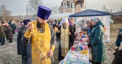 Народная ярмарка в Старых Зятцах открылась Божественной литургией