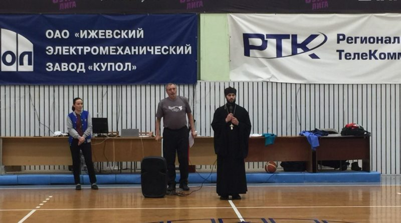 Священник поприветствовал участников баскетбольного турнира на колясках