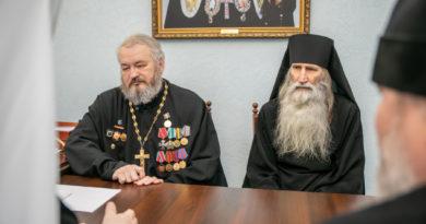 Митрополит Викторин встретился с героем Советского Союза монахом Киприаном (Бурковым)