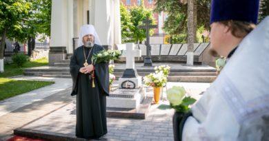 Состоялась панихида на могиле митр. Николая