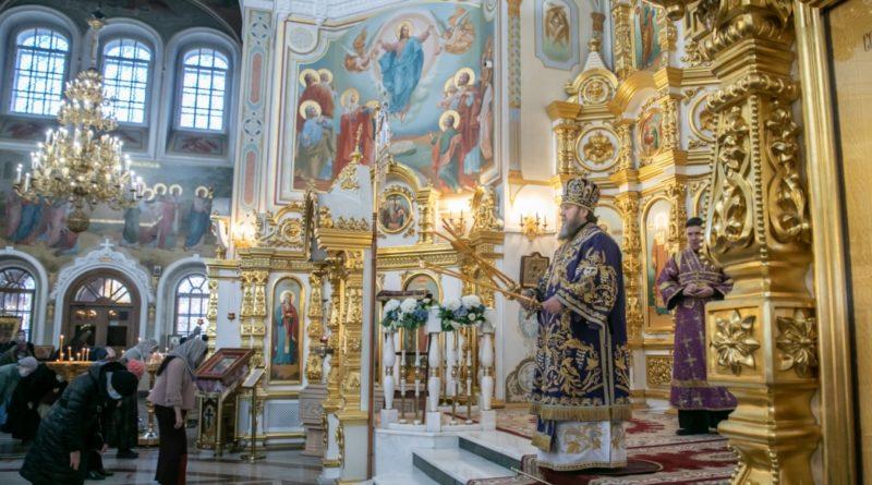 Митр. Викторин совершил воскресную литургию и наградил победителей епархиального турнира по шахматам
