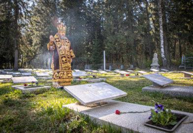 Митр. Викторин совершил литургию в храме на Северном кладбище и панихиду на воинском мемориале