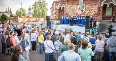 У стен кафедрального собора прошел литературный концерт